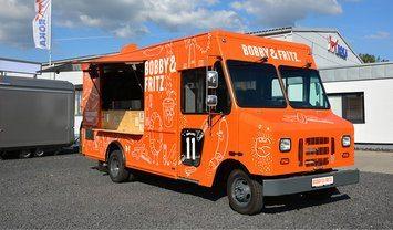 roka food truck in drei verschiedenen looks. Black Bedroom Furniture Sets. Home Design Ideas